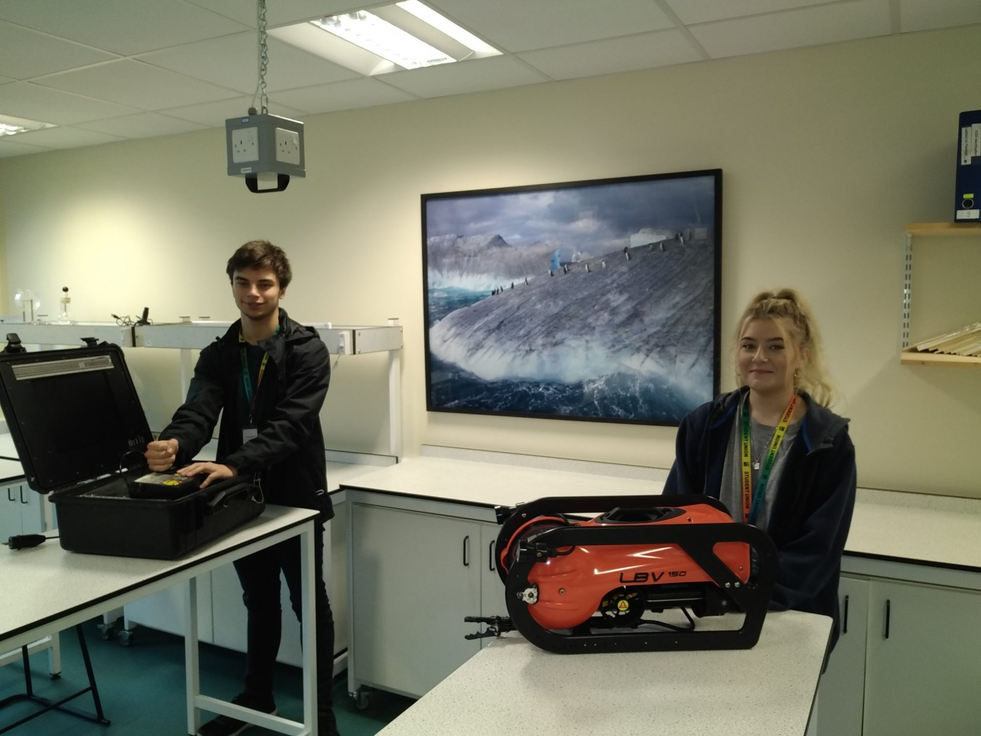 Students get hands on with latest underwater technology
